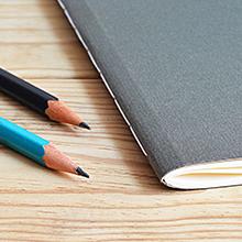 写真:鉛筆とノート